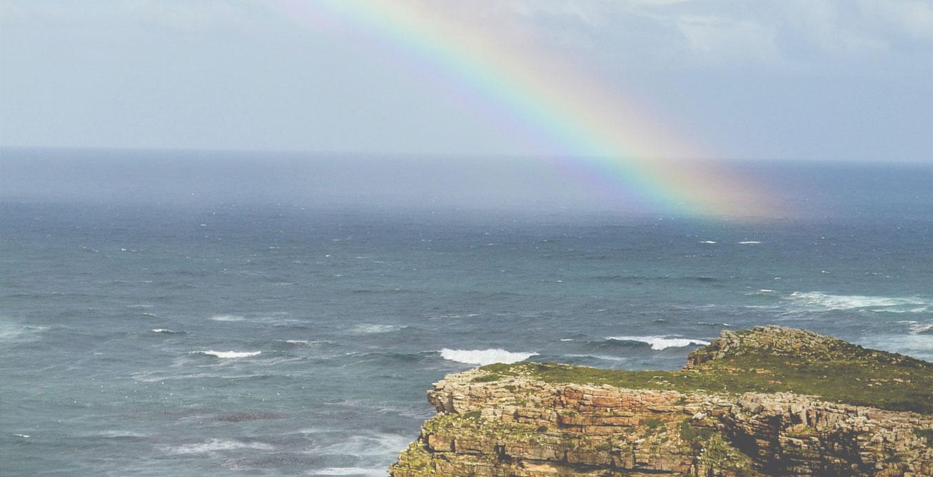 Trauerbewältigung – Ein Felsen im Meer und Regenbogen